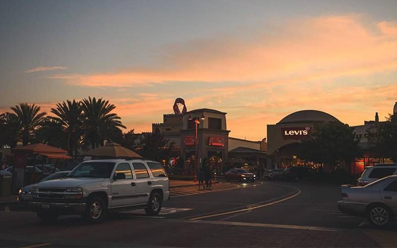 Palmen LA Outlets Citadel